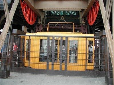 eiffel-elevator_R.jpg